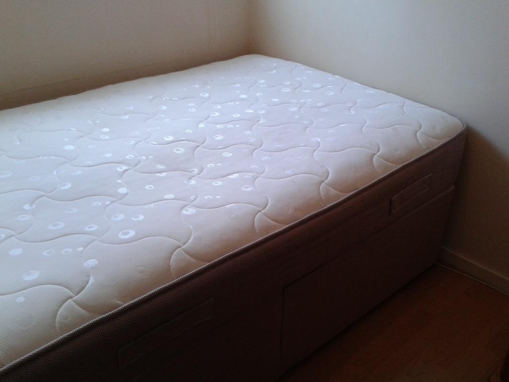 Divan Bed With 10 Deep Memory Foam Mattress Open Coil Sprung System 4ft Small Double Size