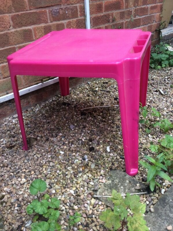 Kids pink outdoor table united kingdom gumtree for Outdoor furniture gumtree