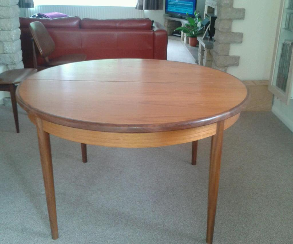 G plan extendable dining room table united kingdom gumtree for Dining room tables on gumtree