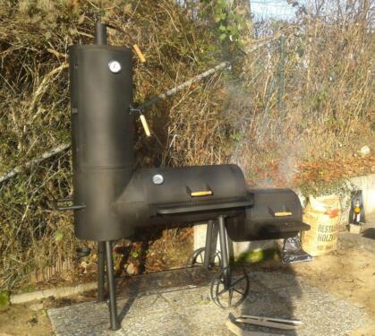 gro er smoker und barbecue grill r ucherofen zu mieten in. Black Bedroom Furniture Sets. Home Design Ideas