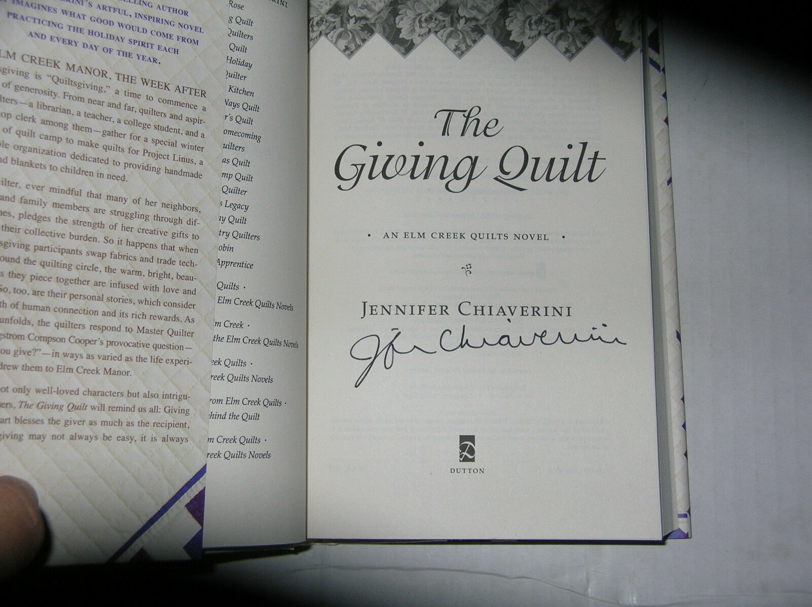 An Elm Creek Quilts Novel: The Giving Quilt by Jennifer Chiaverini ... : the giving quilt book - Adamdwight.com