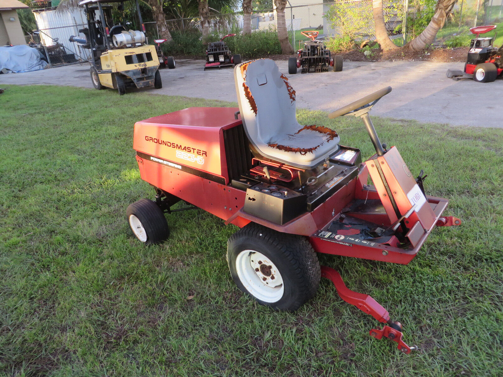 Toro Lawn Tractor Attachments : Toro d groundsmaster engine parts tractor