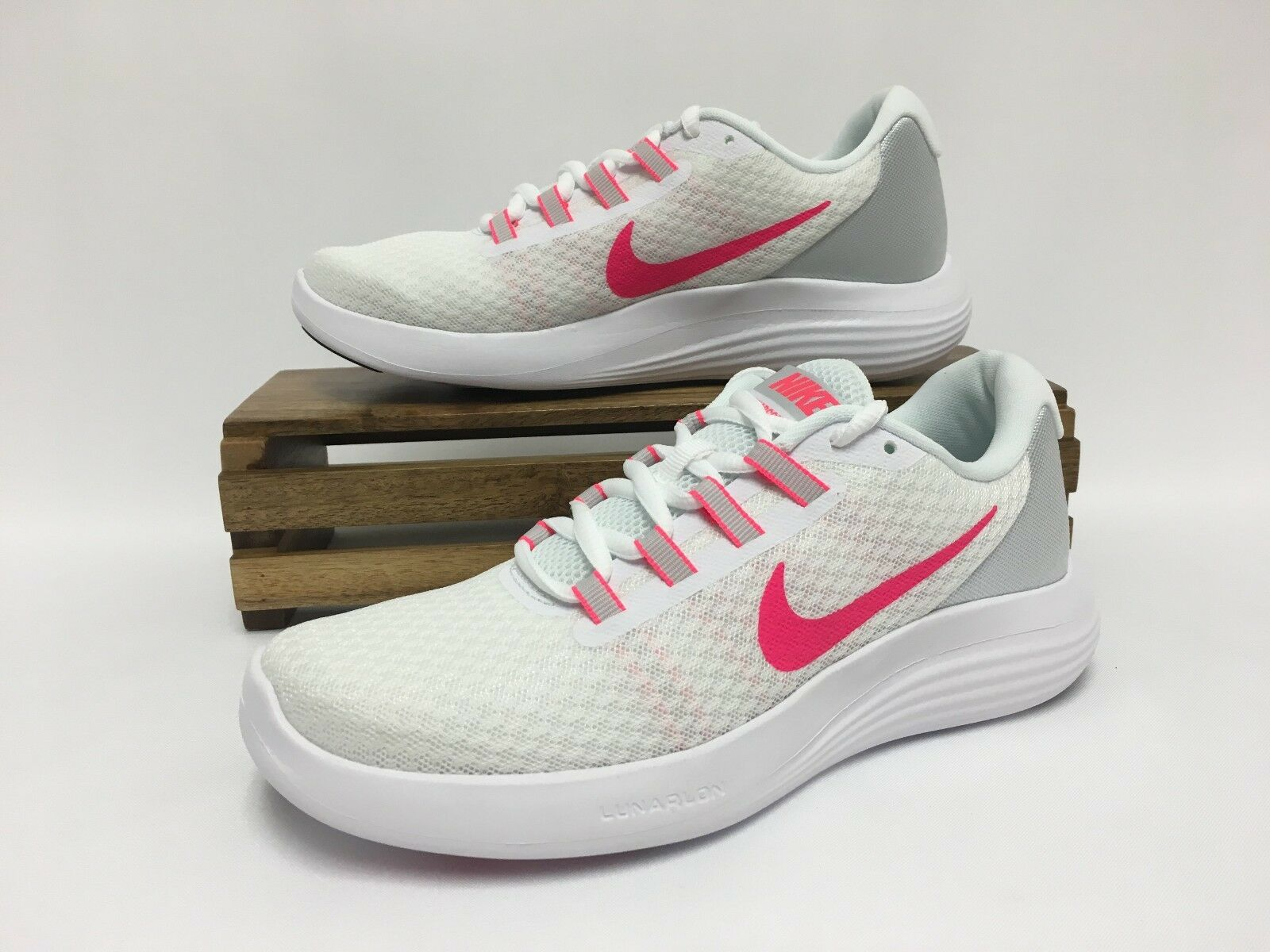 NIKE LUNARCONVERGE RUNNING SHOES WOMENS SIZE 9.5 WHITE PINK 852469-101