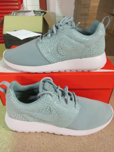 huge selection of d5fde 1106a NIKE DONNA ROSHE ONE Stampa Scarpe da corsa 844958 003 Scarpe da tennis