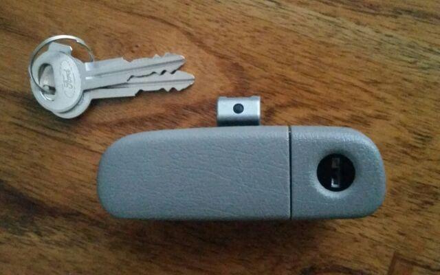 Genuine Ford Falcon BA BF XT XR6 XR8 FPV Glovebox Handle Latch With 2 Keys - New