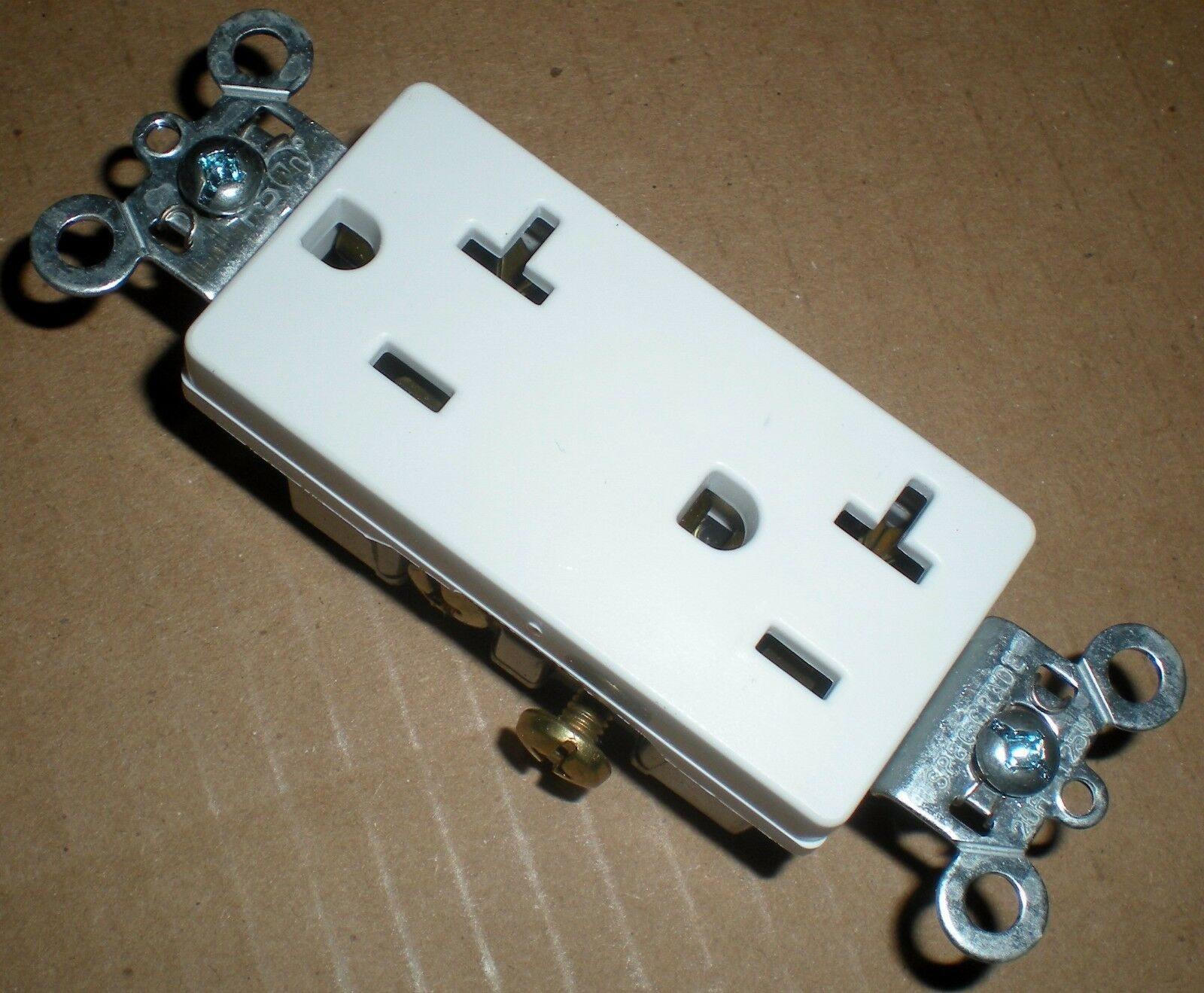 Electrical Outlet Decora 20 Amp Duplex Receptacle Pass & Seymour ...