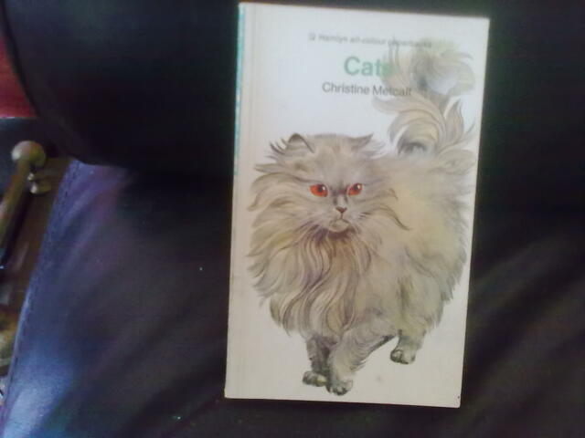 Cats-Christine Metcalf Paperback English Reference Hamlyn Pets & Equine 1977