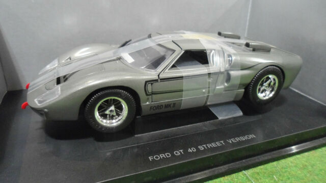 FORD  GT 40 MKII Street Version Gris au 1/18 UNIVERSAL HOBBIES voiture miniature