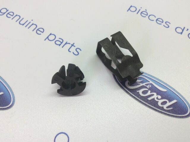 Ford Cortina MK4 New Genuine Ford throttle bar clips.