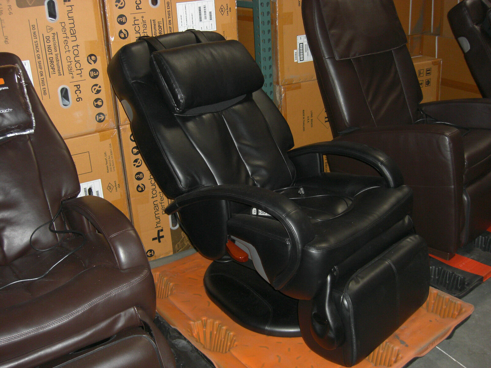 Black Human Touch Ht 7120 Thermostretch Stretching Massage Chair