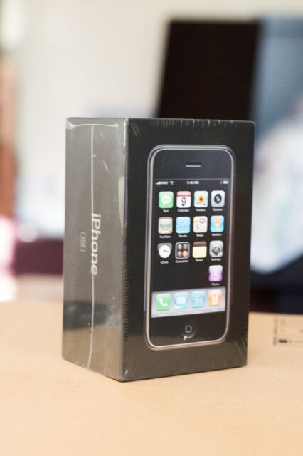 Apple iPhone 1st Generation - 8GB - Black (AT&T) Smartphone