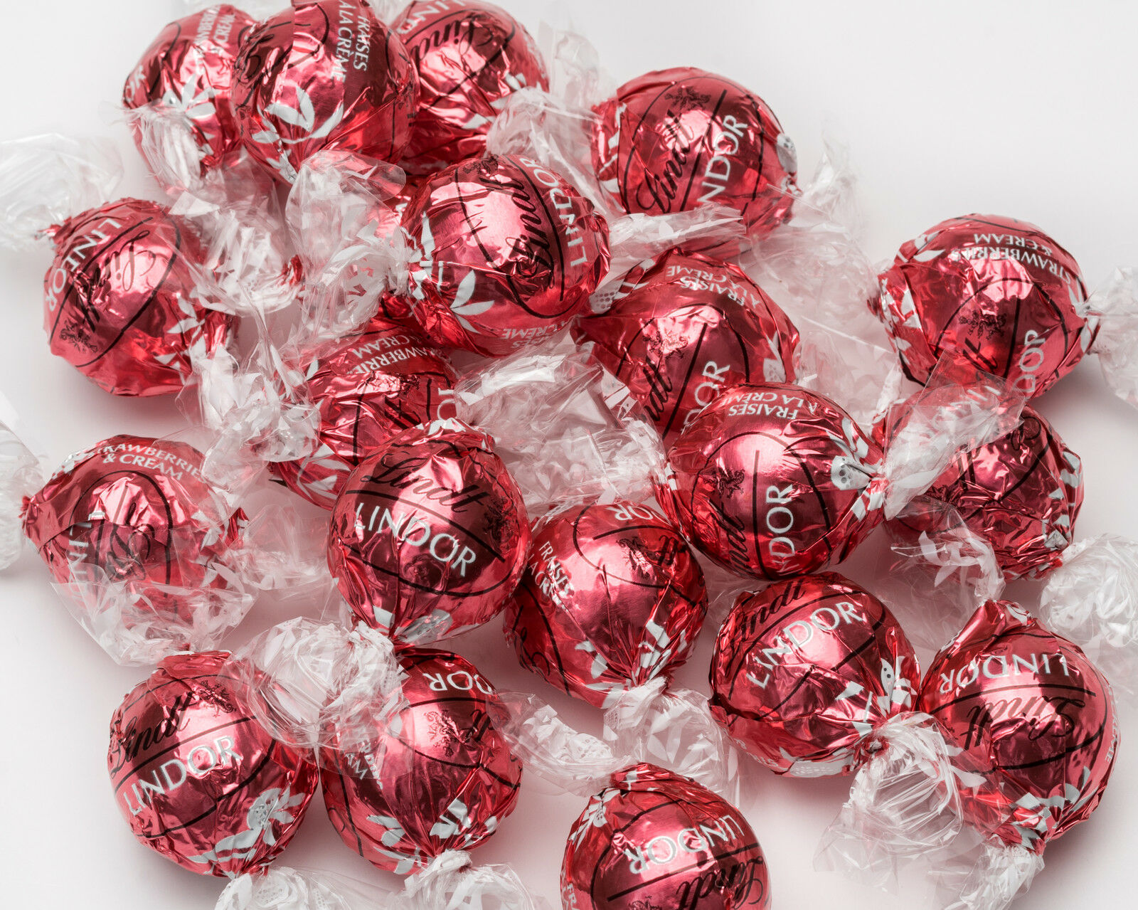 Lindt Lindor Strawberries & Cream White Chocolate Easter Mothers Day ...