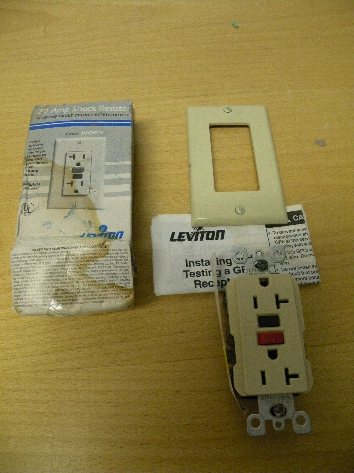 43189 Old-stock Leviton 631-6889-i Shock Resistor 20 Amp Outlet | eBay