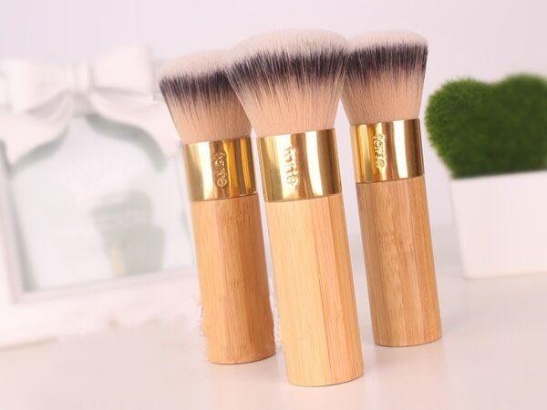 The Buffer Airbrush Finish Bamboo Foundation Brush by Tarte #20