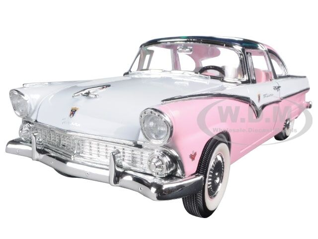 1955 FORD CROWN VICTORIA PINK 1 18 DIECAST MODEL CAR BY ROAD SIGNATURE 92138