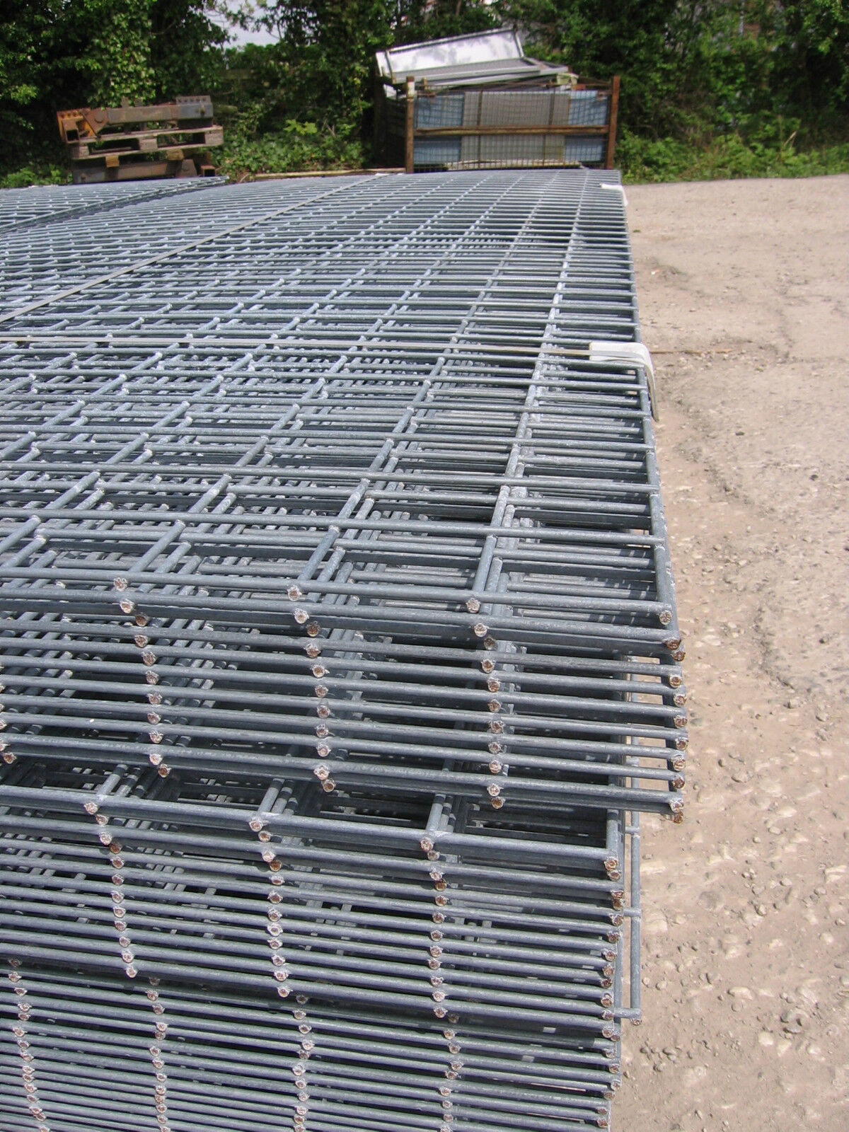 1 Galvanised Steel Mesh Panel Approx 9ft X 3ft6 With 3ins Holes ...