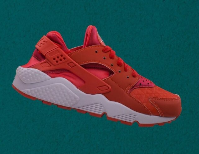 W NIKE AIR HUARACHE RUN SZ: WMNS 6 #634835 608 RETAIL: 0.00