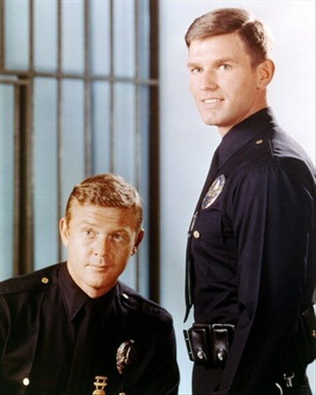 KENT MCCORD AS OFFICER JAMES A. 'JIM' REED,  8x10 Photo iconic pic 266256